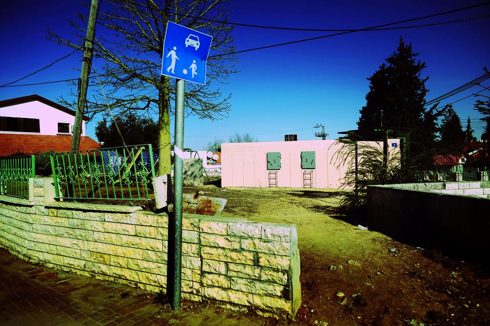 SDEROT ISRAEL JANVIER 2009                                     ABRI ANTI MISSILE DANS UN QUARTIER D HABITATION. AVEC SEULEMENT 15 SECONDES EN CAS D'ALERTE PERSONNE NE L'UTILISE PENDANT L OPERATION PLOMB DURCI.