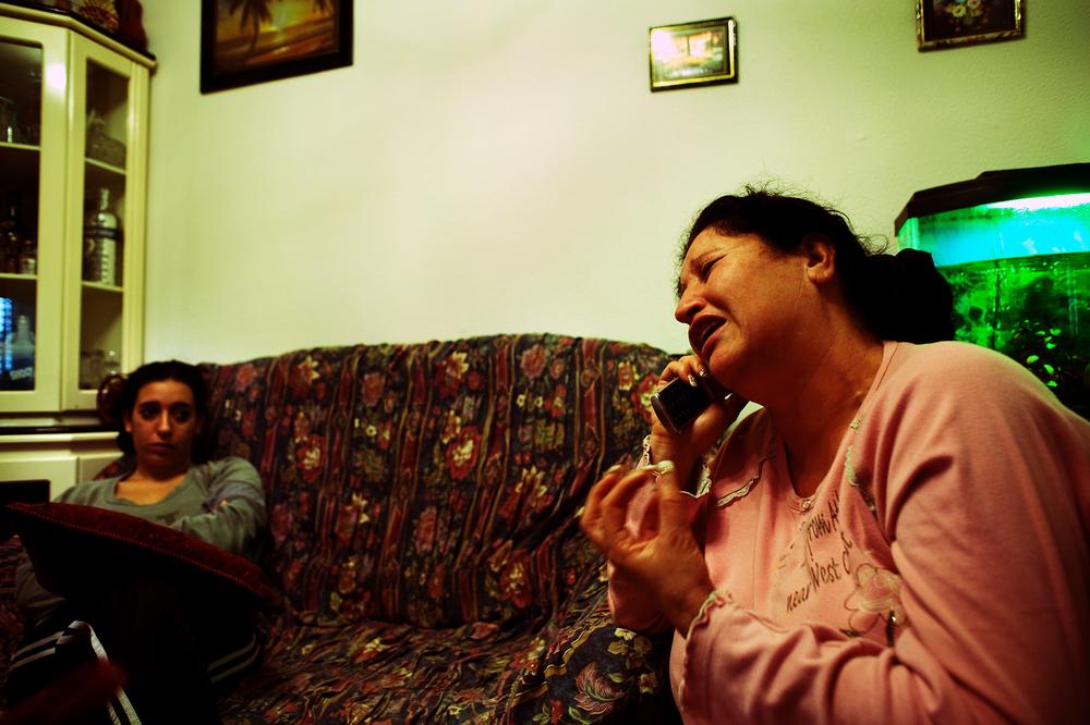 SDEROT ISRAEL JANVIER 2009                                    AU TELEPHONE, YUDITH RACONTE SA DETRESSE A UN AMI. SANS EMPLOI, ELLE ET SA FILLE NE PEUVENT DEMENAGER. YUDITH EST PARTI DE LA QUELQUES JOURS DE LA REGION PENDANT L OPERATRION MILITAIRE ISRAELIENNE.