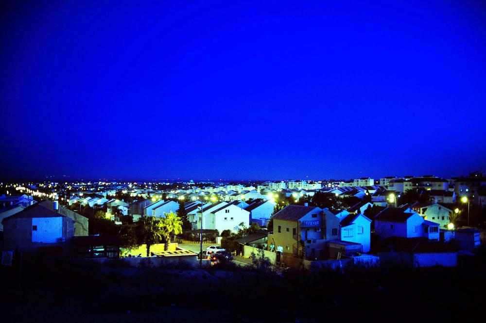 SDEROT ISRAEL JANVIER 2009                                     VUE NORD OUEST DE LA VILLE.SDEROT EST LA VILLE LA PROCHE DE LA BANDE DE GAZA  A MOINS DE 2,5 KM.            POINT DE VUE QUI PRESENTE LA CONSTRUCTION COLOLIALE DE LA VILLE.