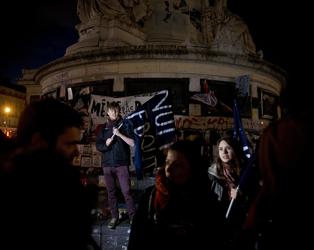 NUIT DEBOUT MOUVEMENT CONTRE LA LOI EL KHOMRI PLACE DE LA REPUBLIQUE PARIS LE 6 AVRIL 2016 NUIT DEBOUT MOUVEMENT CONTRE LA LOI EL KHOMRI PLACE DE LA REPUBLIQUE PARIS LE 6 AVRIL 2016