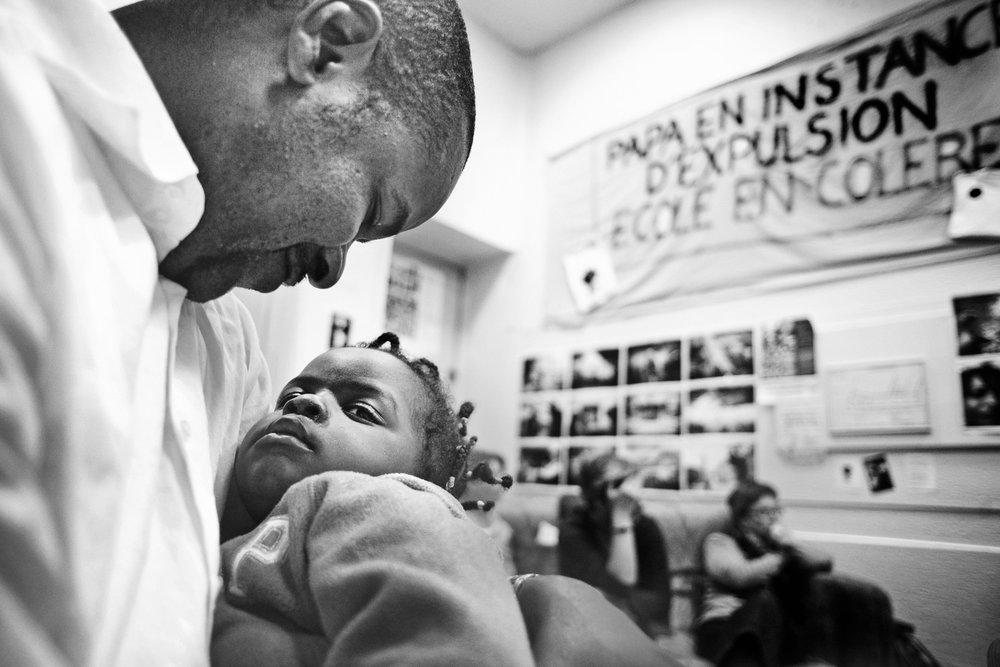 Lyon, le 11  octobre 2010. Réunion du collectif de soutien en présence de Guilherme pour qui le fait d'être encore sur le territoire français avec ses enfants est une victoire, même s'il n'a toujours pas de papiers.