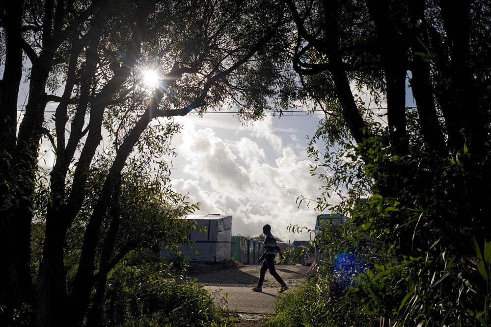 Les migrants le prononce à l'anglaise: «Jungle». La préfecture du Pas de Calais, dans ses communiqués, le désigne comme le  «camp de la Lande».  Les associations, elles, dénoncent l'existence d'un immense bidonville au cœur de l'Europe. Mais quelque soit son nom,  le plus grand taudis à ciel ouvert de France  accueillant entre 6 à 10.000 migrants est  bien appelé à disparaître. Ce n'est plus, en principe, qu'une question de jour pour que l'Etat français commence ses opérations de démantèlement.
