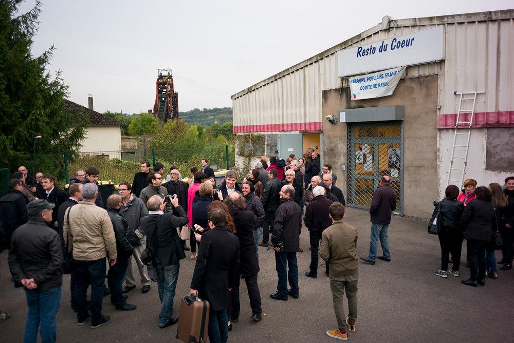 Rencontre d'Arnaud Montebourg avec les bénévoles et la présidente du secours populaire d'Hayange. Moselle, 13 octobre 2016