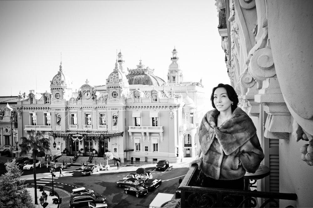 11 Décembre 2013. Portrait de la peintre KazahkTamila Kay lors de sa venue à Monaco pour la présentation de ses peintures et son vernissage.