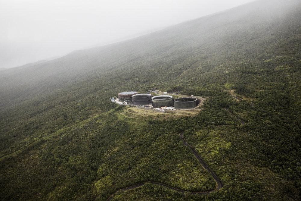 Bassins hydro-électrique  installé par EDF sur un site d'altitude à la Rivière de l'Est. Juillet 2015, Ile de la Réunion