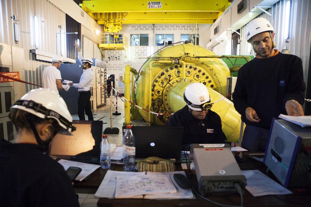 Salle des machines de la centrale hydro-électrique EDF de Takamaka. Juillet 2015, Ile de la Réunion.
