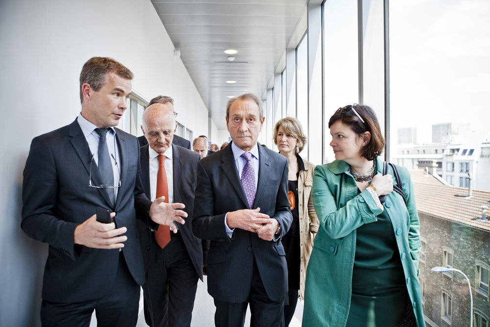 5 juin 2013. Visite avec Bertrand Delanoë (Maire de Paris) de l'incubateur de l'Institut du Cerveau et de la Moelle Epinière (ICM) sur le site de l'hôpital de la Pitié-Salpêtrière à Paris.