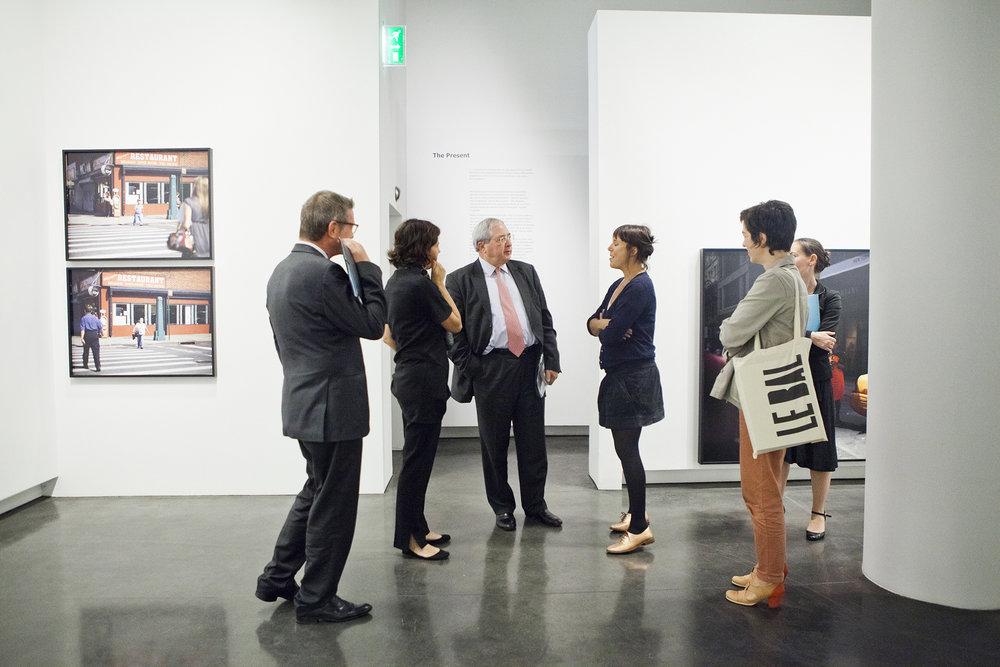 19 septembre 2012. Visite du BAL par Jean-Paul HUCHON, Président de la Région Ile-de-France, accompagné par la Présidente du BAL, Diane Dufour.