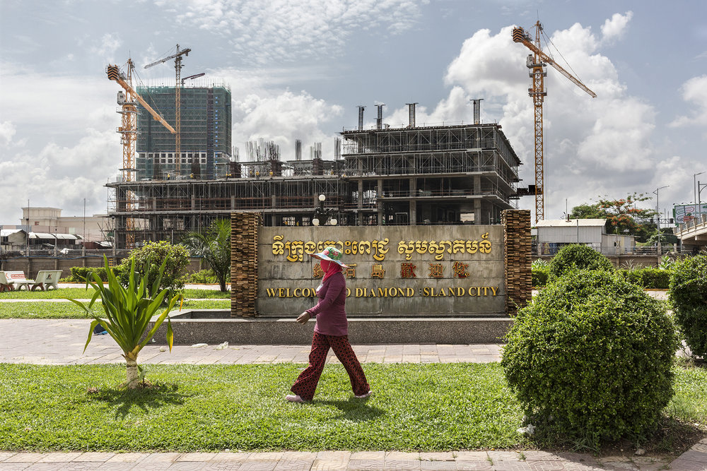 C'est en janvier 2006 qu'un contrat est signé entre l'overseas Cambodian Investment Company (OCIC) et le gouverneur de Phnom Penh pour un projet d'aménagement de l'île. Le montant de l'investissement est de 700 millions de dollars. Les deux principaux actionnaires de ce grand projet sont l'OCIC : filiale de la Canadian bank qui, comme son nom ne l'indique pas, est l'une des plus importantes banques cambodgiennes et le Jixiang Investment (société chinoise) qui opère en joint-venture avec l'OCIC et qui a mis 100 millions de dollars dans la corbeille.