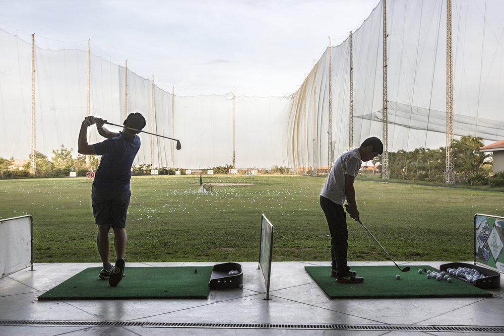 Le golf de Koh Pich est déjà en service. On y trouve bien entendu un practice mais aussi une piscine, une salle de gym ou encore un restaurant.