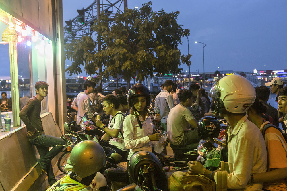 En fin de journée la jeunesse de Phnom Penh se retrouve sur Koh Pich.