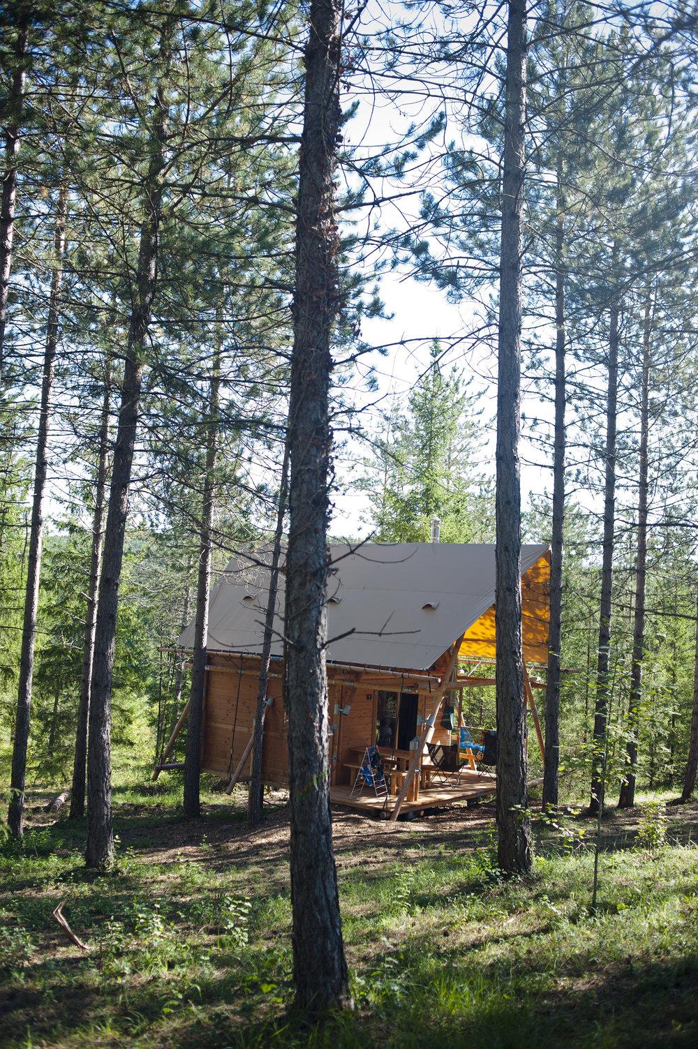 CAMP FORESTIER HUTTOPIA DE LANMARY