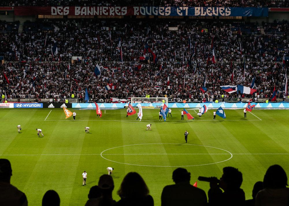 Reportage sur l'ambiance lors du match OL-ASM pour Lagardère sport. Samedi 7 mai 2016.