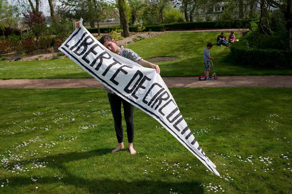 Louise Druelle après la mobilisation devant le CRA de Coquelles. Calais le 7 mai 2017