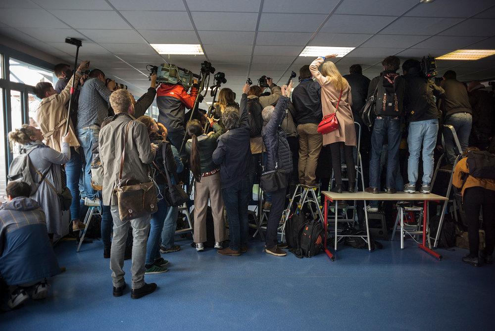 Vote de Marine Le Pen à l'école Jean-Jacques Rousseau d'Hénin-Beaumont. le 23 avril 2017.