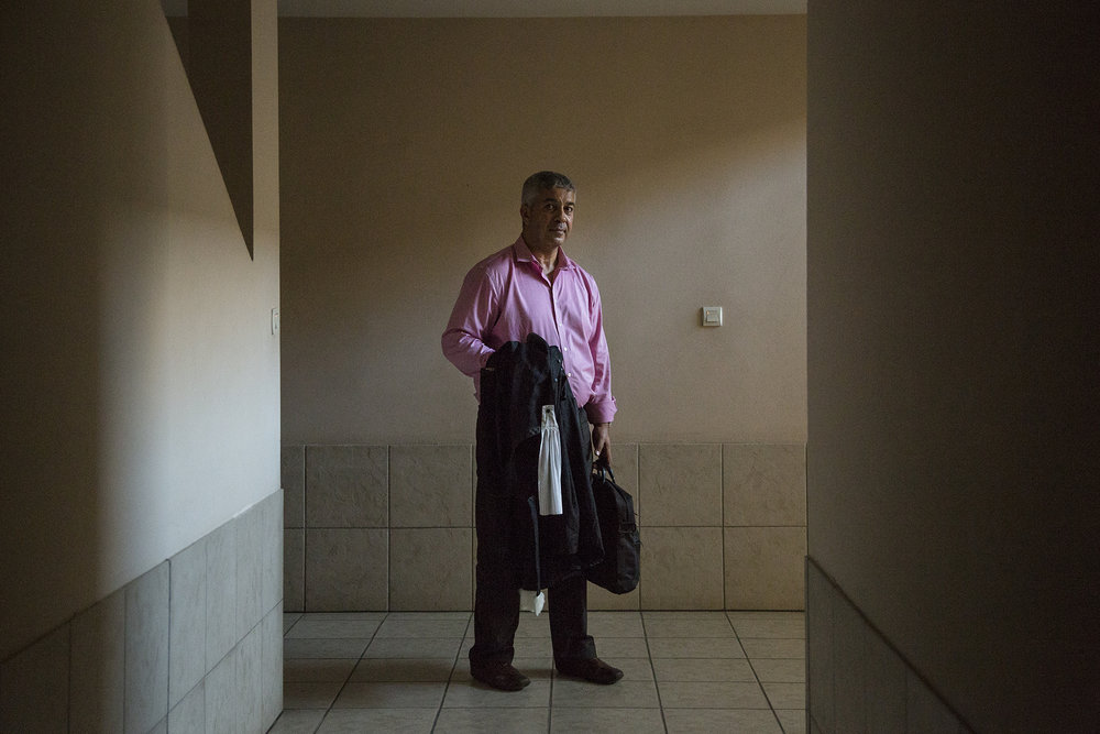 Janvier 2016. La Possession, Ile de La Réunion. Maître Zaïr est un avocat du bareau de Lyon. Il exerce ce métier depuis 20 ans. Depuis 2006 il a mis le pied à la Réunion par le biais d'une autre affaire concernant du foncier. En 2009 il reprend l'affaire des frère Moussajee après qu'il est eu déjà 7 autres avocats le précédents sur cette affaires.