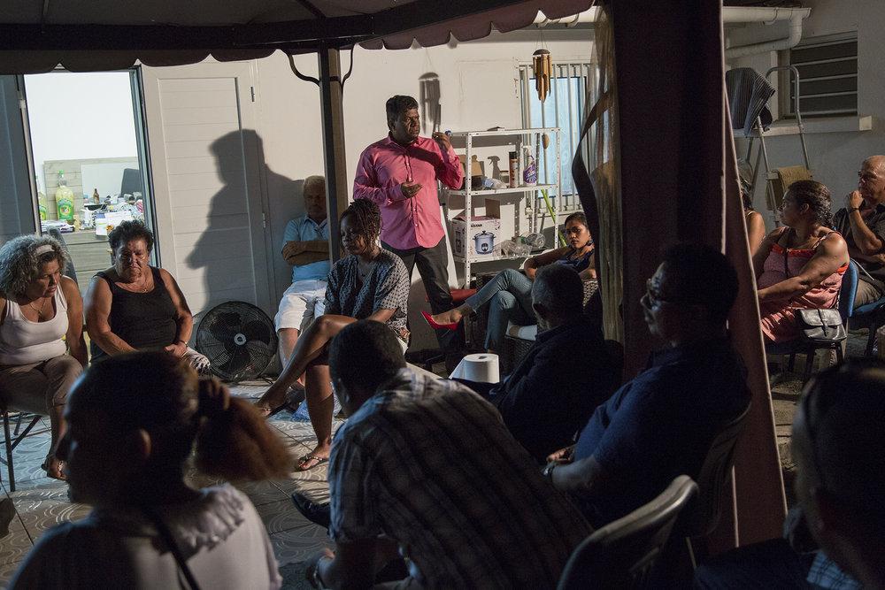 """6 décembre 2015, Saint-Marie, Ile de La Réunion. Colistiers, sympathisants, amis tout le monde a décidé de se rassembler chez un membre de l'équipe J-H Ratenon pour assiter à la soirée de campagne. Les chiffres sont annoncés, J-H Ratenon fait tout juste 1,69%. C'est une grosse déception pour le candidat mais aussi pour les militants. avant de partir sur les plateaux télé des 2 chaines locales,  J-H Ratenon et quelques colistiers dirent quelques mots afin d'exprimer leur deception mais l'envie de continuer le combat. Le lendemain, J-H Ratenon annonça qu'il souhaitait un report de ses votes sur la liste d'Huguette Bello (PS) présente au second tour.""""Malgré la défaite et la déception de ses soutiens, Ratenon prévient qu'il ne baissera pas les bras et continuera le combat. """""""