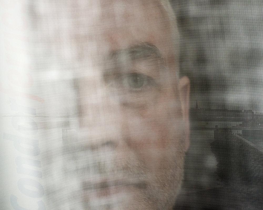 Erwann F, 45 ans, a été licencié pour avoir dénoncé l'absence de couvertures chômage et maladie au sein de son entreprise, Condor Ferries. Naviguant entre Saint-Malo et les îles anglo-normandes, la compagnie n'est pas basée en France mais dans un paradis fiscal, Guernesey. Son alerte a donné lieu à une plainte au pénal de la CGT en 2016, pour travaildissimulé et fraude fiscale.