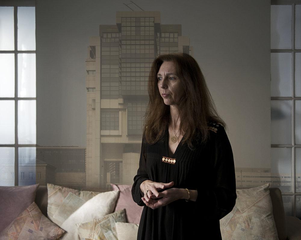 À 51 ans, Stéphanie Gibaud est presque une porte-parole pour les lanceurs d'alerte. Très médiatique, elle s'est fait connaître pour avoir osé dénoncer les pratiques d'évasion fiscale d'UBS en France. Ce qui a rapporté des milliards à l'Etat français. Licenciée par la banque, elle vit depuis dans des conditions précaires.