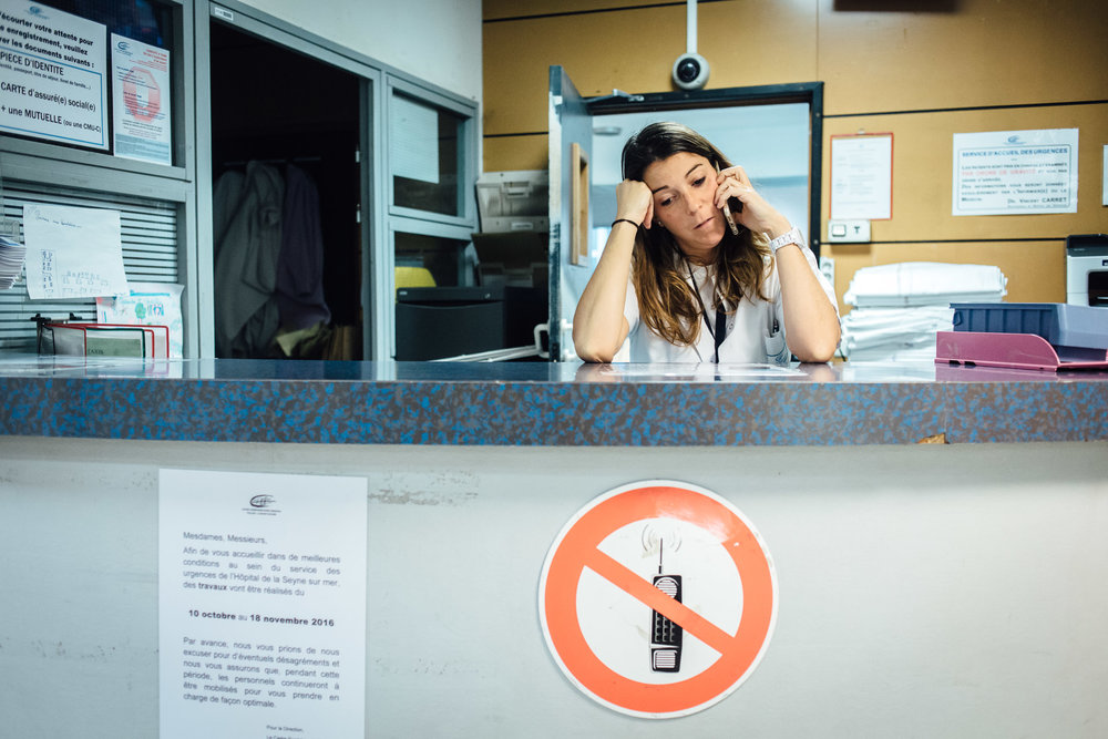 La Seyne sur mer, le 11 Octobre 2016.  Un médecin urgentiste à l'accueil des urgences.