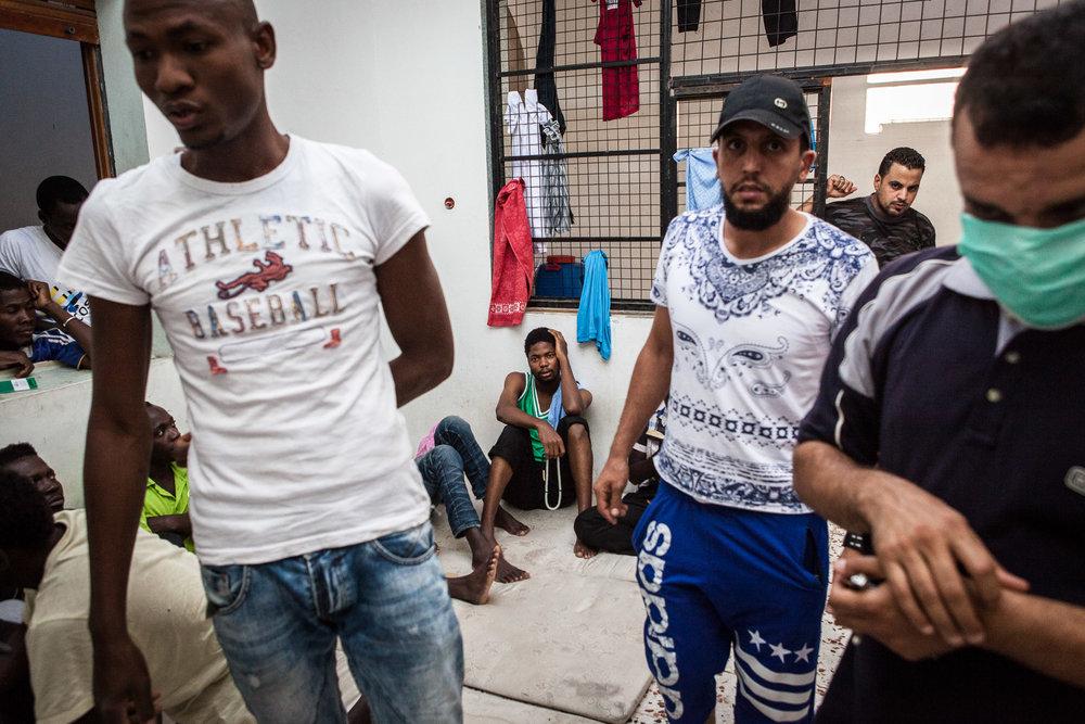 Tripoli, le 4 Juillet 2015. Centre de détention pour migrants illégaux à Abu Salim, dans la région de Tripoli. Le gouvernement de Fajr Libya, installé à Tripoli, est en recherche de reconnaissance de la part de la communauté internationale. Conscients que les conditions de vie dans les camps sont difficiles, ils demandent de l'aide financière et logistique à l'occident pour réussir à gérer la migration illégale transitant par son territoire. En attendant, les migrants illégaux sont entassés dans des lieux insalubres, sans possibilité de sortir ni d'avoir suffisamment accès aux soins.Tripoli, 4th of July 2015. Detention camp for illegal migrants in garabuli, next to tripoli. Fajr Libya government (dawn of libya) is seeking for international recognition. They say they need an international aid (logistics and financial) to improve the difficult life conditions in these detention centers as well as the management of illegal migration in their country. These migrants have almost no access to doctors and live