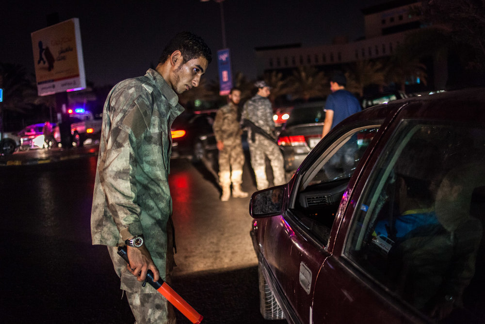 Tripoli, le 11 Juillet 2015. Les milices de Tripoli et  la police effectuent des contrôles dans les rues de tripoli.