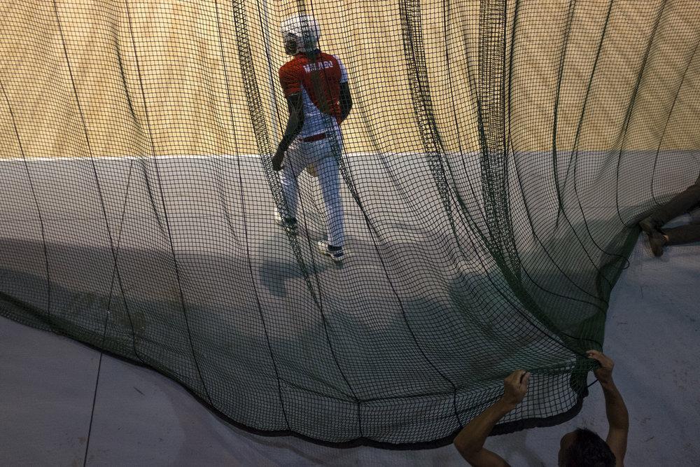 Demi finale des masters de pelote basque qui se tenaient au Chaudron. Le chaudron est un vivier de talent dans ce sport importé par un prêtre à la réunion. Saint-Denis, La Réunion.