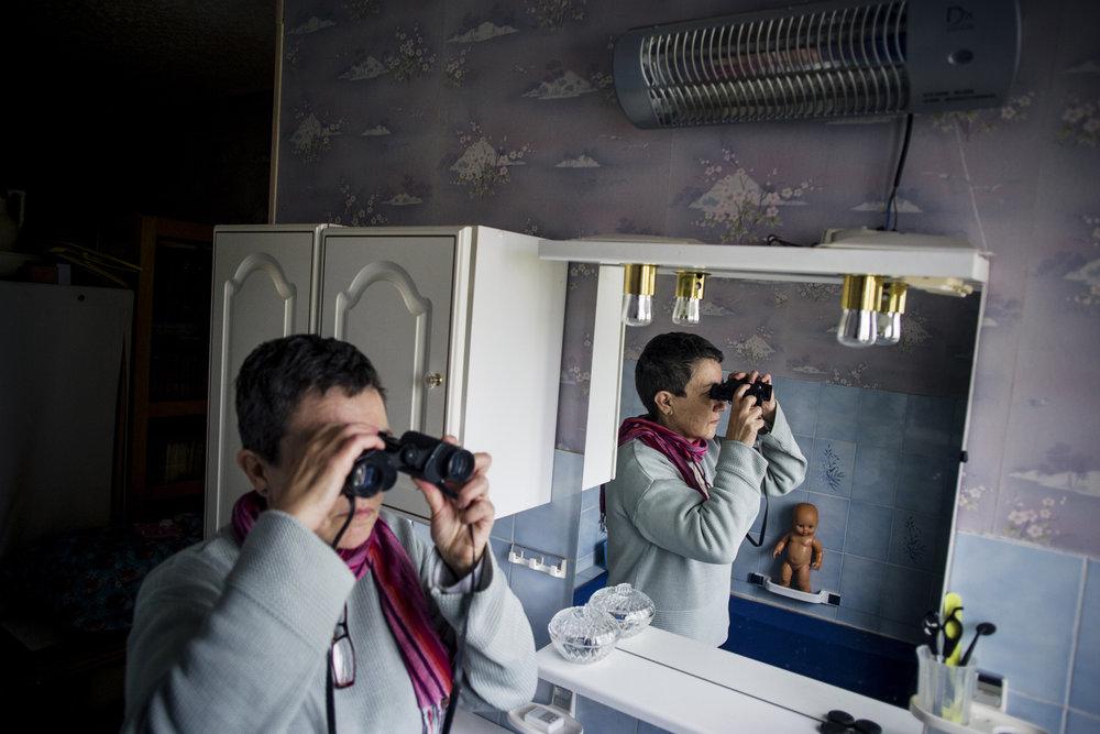 10 décembre 2015, 12H36 : Martine Martin observe régulièrement le site de la société Harsco Minerals à quelques dizaines de mètres de chez elle. Son mari et elle sont à l'origine de la création d'un collectif de riverains qui attaque la société en justice pour des nuisances et des pollutions.