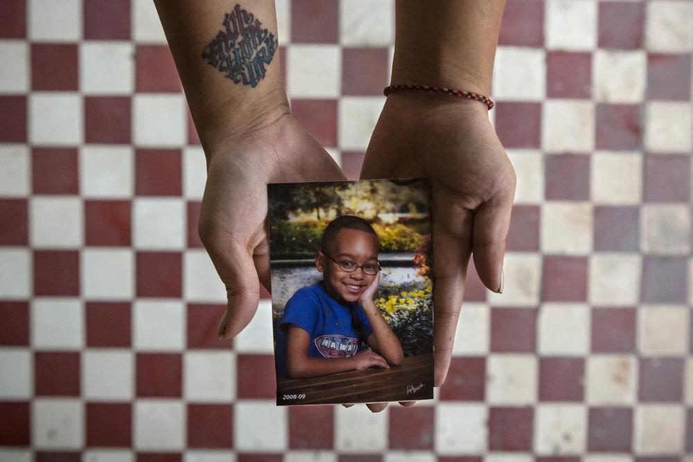 """Avril 2016. Phnom-Penh. Photo de Kelvin, son fils, quand il avait 4 ans. Sophea déplore: """"ma relation entre moi et mon fils a été ruinée par la déportation."""""""