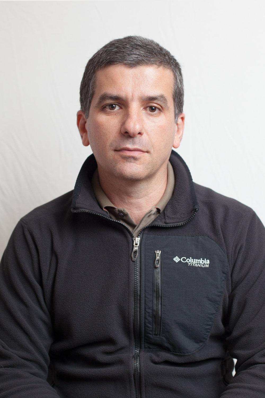 """FR. Edwin Gutierrez, 42 ans, est gérant en ingénierie pour une entreprise finlandaise au Canada depuis deux ans et demi. Il travaillait pour la PDVSA, entreprise pétrolière d'État au Vénézuela, jusqu'à son renvoi en 2003, quand l'entreprise a mis à pied plus de 18 000 employés. «Je suis parti du Vénézuela à cause de la violence. Une première fois je me suis fait voler mon sac en pleine rue par un homme armé d'un couteau. La seconde, un homme armé est monté dans ma voiture et m'a menacé, je lui ai laissé les clefs.» Il envoi pour 400$ de frais de port et de marchandises par mois à sa famille. Cet envoi-ci est pour sa belle-mère qui a des problèmes aux yeux. Il vaut 130$ et 79$ pour la livraison. «Je pense que j'ai la légitimité de donner mon opinion sur la situation au Venezuela parce qu'en envoyant des produits de première nécessité comme ça je contribue à la lutte à ma façon. Même si je ne vis pas au Vénézuela.» ENG. Edwin Gutierrez, 42 years old, is a manager in engineering for a Finland company in Canada since two years and a half. He was working for PDVSA, the Venezuela State petrol enterprise, until he got fired in 2003, along with 18 000 other employees. """"I left Venezuela because of violence. A first time, my bag got robbed in the street by an armed man with a knife. The second one, an armed man entered my car and threatened me. I left him the keys."""" He is sending 400$ worth of merchandise and delivery to his family every month. This box is for his step-mother that has eyes problem. It is worth  130$ and the delivery costs 79$. """"I think I'm legitimate to give my opinion on Venezuela as sending products of first necessity, I contribute to the fight in my own way, even if I don't live in Venezuela."""""""