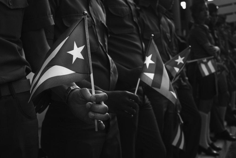 Tres tot le matin au bord des rues et des avenues de Camaguey de jeunes militaires attendent que le convoi funeraire avec les cendres de Fidel Castro decede le 25 novembre 2016 passe Tout la circulation est arretee 2 decembre 2016 Cuba
