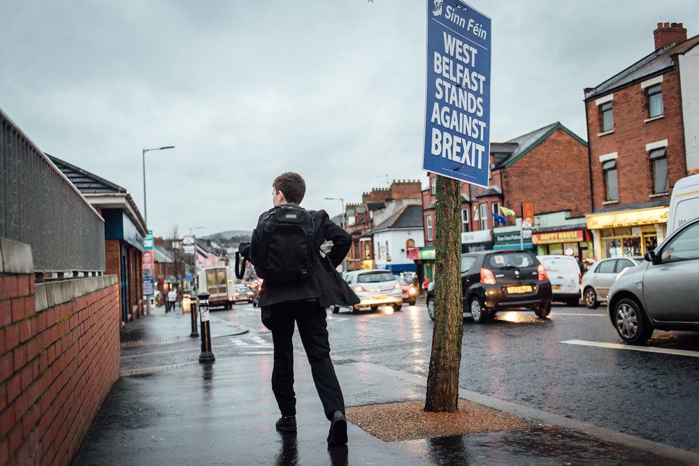 Belfast, le 24 février 2017. Falls road, la rue emblématique du quartier catholique / républicain. La prespective du Brexit inquiète toute l'Irlande du Nord, protestants loyalistes comme républicains catholiques .