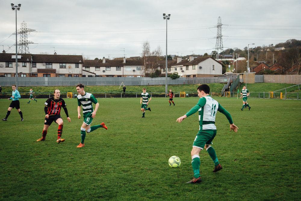Belfast, le 25 février 2017. Match du Donegal Celtic club, emblématique club issu de quartiers catholiques. Il est aujourd'hiu entraîné par un protestant.