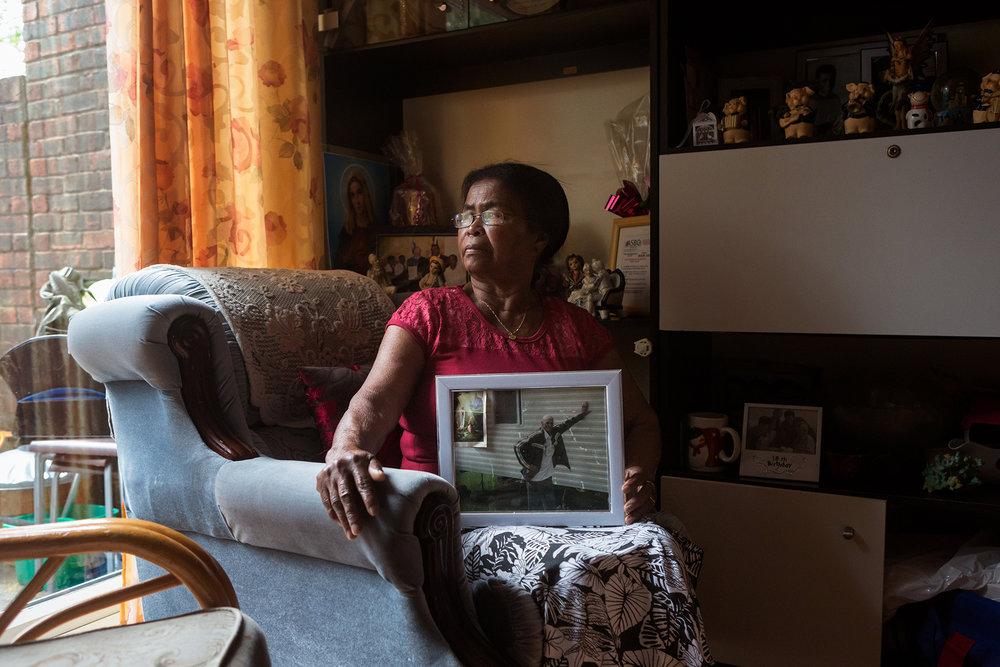 29 juin 2017, Crawley. Lucie Tiatous est née à Perros Banos mais ne se rappelle plus son année de naissance.Elle a grandit a Diego Garcia jusqu'à ses 12 ans quand son papa était tombé malade. Toute la famille a du l'accompagner son papa à l'île Maurice pour se faire soigner mais ils n'ont pas pu revenir.A l'île Maurice Lucie habitait à Roche-Bois. Elle est allée à l'école puis a été servante dans des maisons.Elle a rencontré son mari en 1961 avec qui elle a eu 6 enfants. En 2008, avec son mari elle décide de partir en Angleterre pour rejoindre leurs enfants qui étaient déjà tous partis.