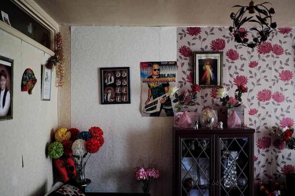 30 juin 2017. Crawley. Intérieur d'une des familles de la communauté chagossienne.