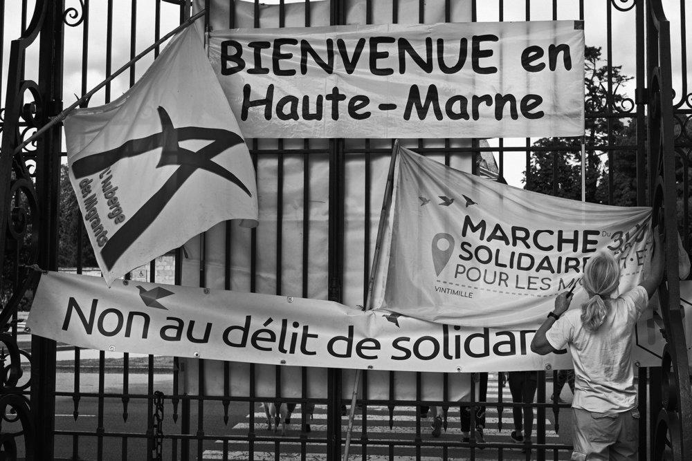 Marche Solidaire pour les Migrant e s  entre Dijon et Langres sur l'étape 32. Un pot d'accueil est organisé au Parce de la Blanche Fontaine,  le 4 juin 2018 Franck Boutonnet / item