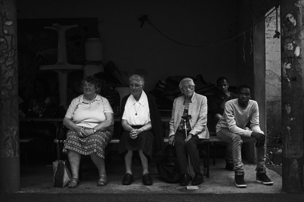 Marche Solidaire pour les Migrant e s entre Chaumont et Bar sur Aube sur l'étape 34 le 6 juin 2018. Après la projection de court-métrages au cinéma le Vagabond un repas buffet préparé par des habitants du CADA et CAO locaux, est proposé à la Maison pour Tous (MPT).  Franck Boutonnet / item