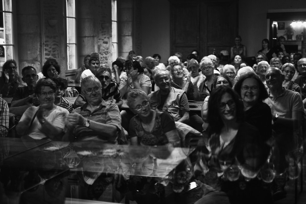Marche Solidaire pour les Migrant e s  entre Dijon et Langres sur l'étape 32. Soirée à la ferme Sainte Anne de Langres, où une centaine de personnes partageront un repas et écouteront des chansons live, le 4 juin 2018 Franck Boutonnet / item