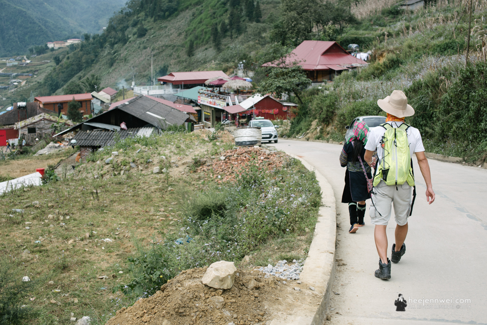 A 2-hours downhill trek from Sapa town to the touristy Cat Cat Village.