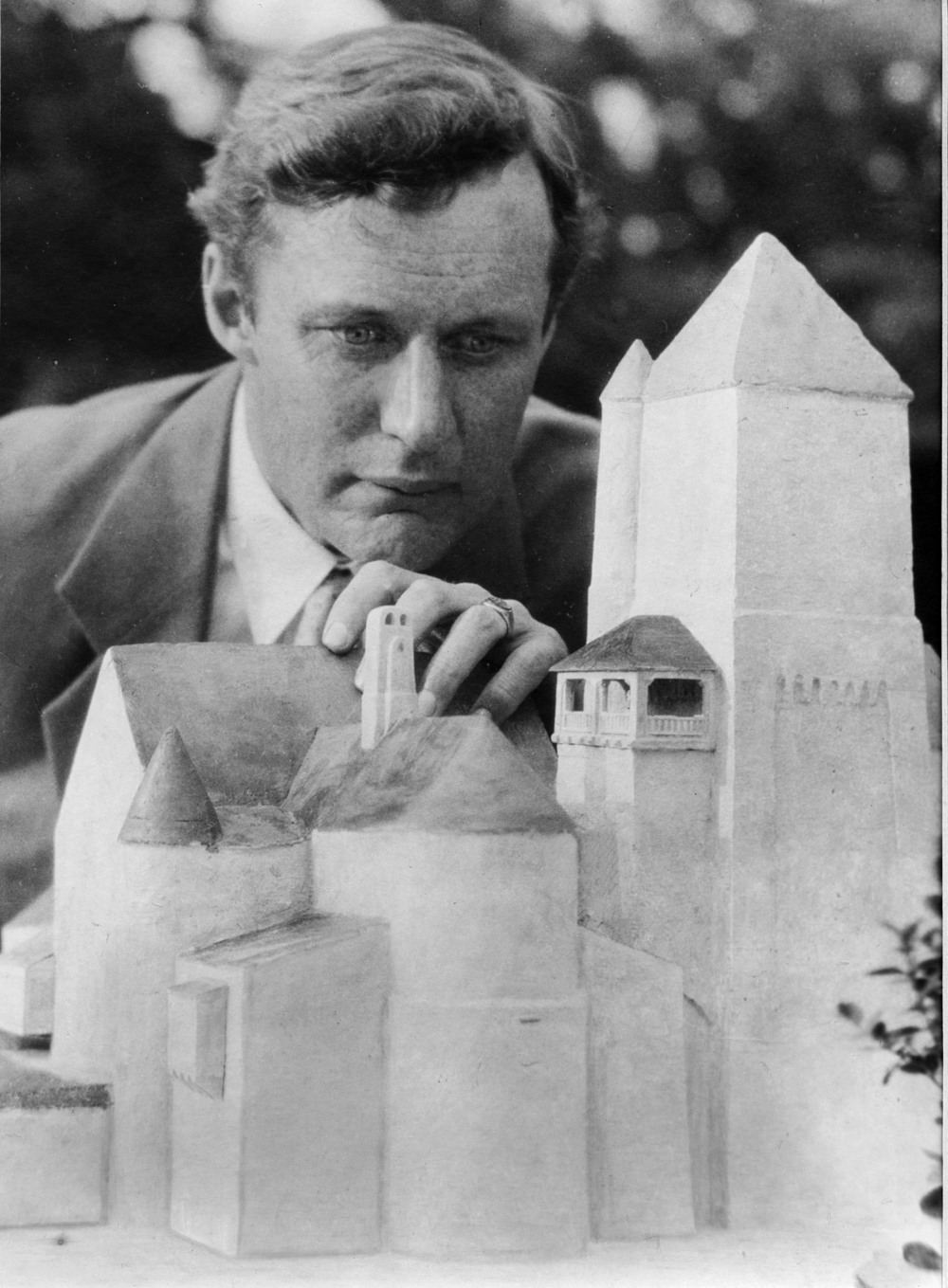 Figure 3: Raymond Pitcairn with an architectural model of Glencairn.