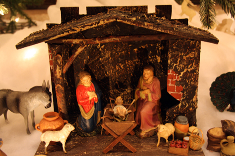 Pre-War German Nativity under Glencairn Tree