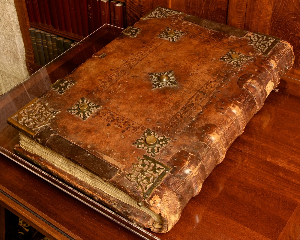 Figure 1: The cover and binding of Glencairn Museum's manuscript 07.MS.778 showing the binding, metalwork, and tooled leather.
