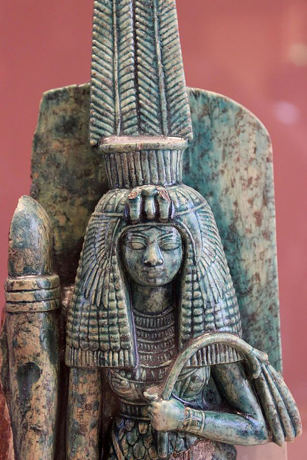 Figure 33: A contemporary image of Queen Tiye, the primary wife of the pharaoh Amenhotep III, shows a similar hairstyle with a heavy wig paired with a glimpse of the queen's natural hairline at her brow. Photo courtesy of Miguel Hermoso Cuesta.