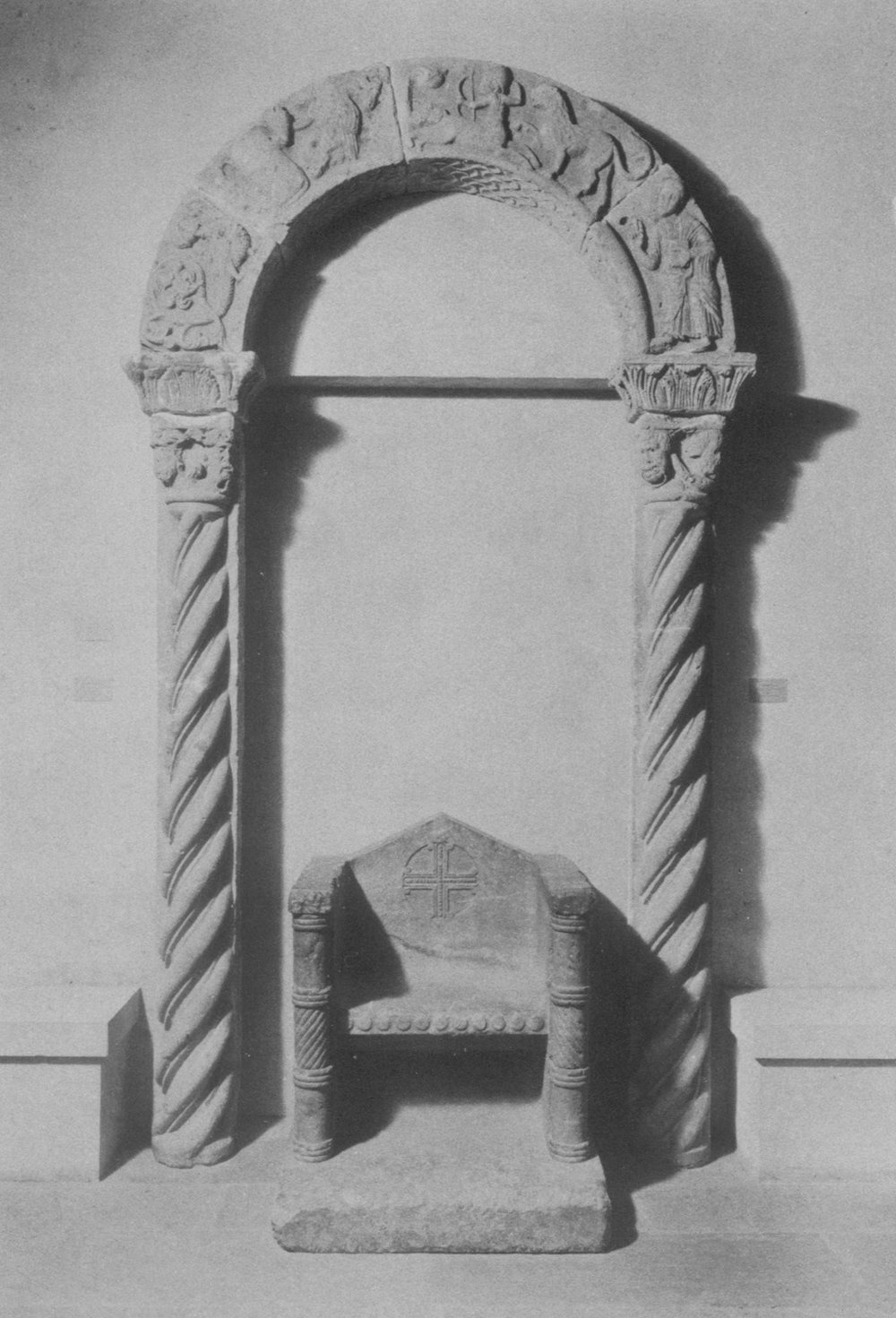 Figure 12: View of Arch with Figures and Fantastic Creatures installed with half-columns and Throne, March 1931, Philadelphia Museum of Art.