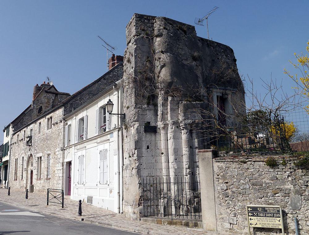 Figure 4: Ruins of Église Saint-Thibault. Place du Châtel, Provins. Source: Wikimedia Commons. Photo: Poulpy.