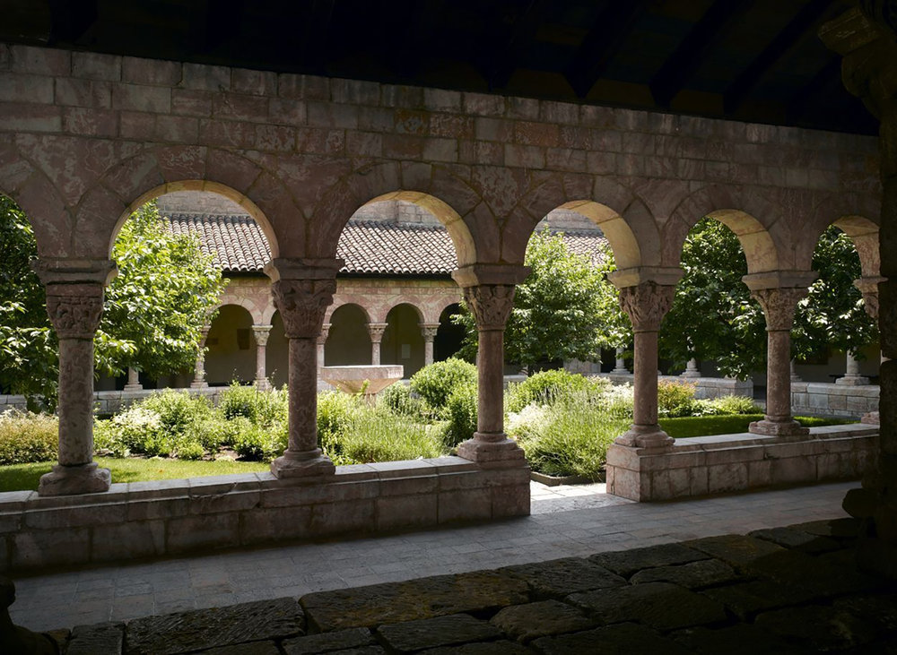 A view of the Cuxa Cloister at the Cloisters Museum, New York City. Image © The Metropolitan Museum of Art, New York.