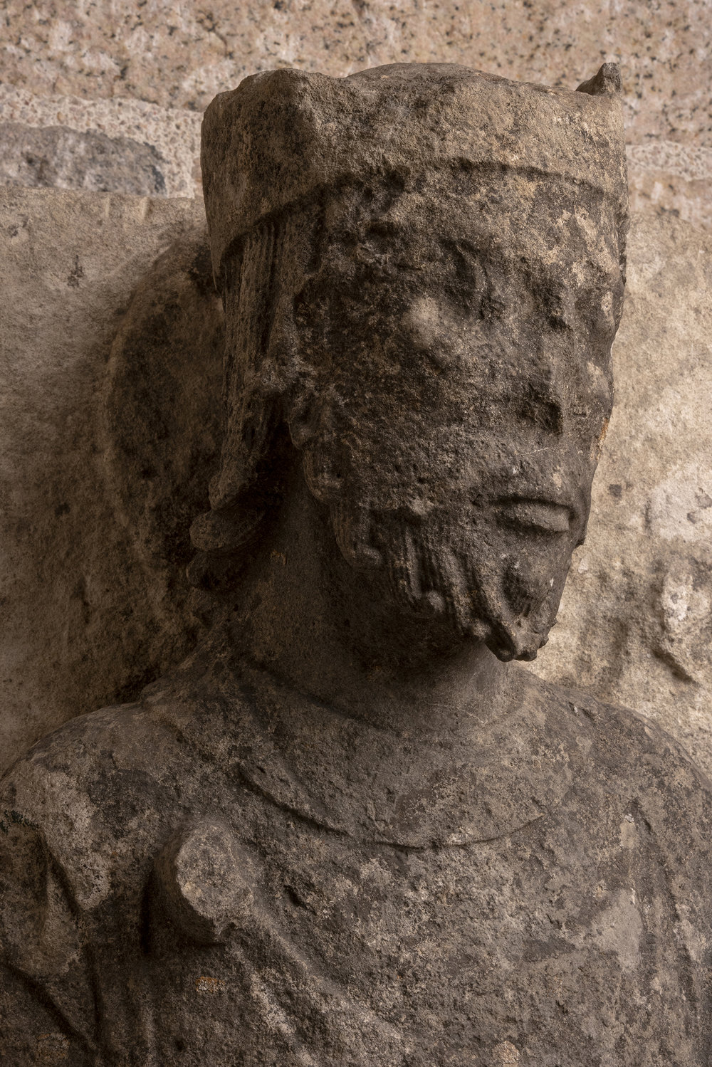 Figure 5: Elder of the Apocalypse, limestone, probably from the church of Notre-Dame-de-la-Couldre, Parthenay, France, c. 1150 (09.SP.93).