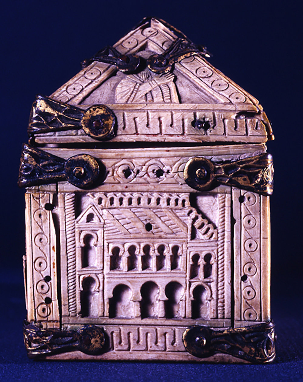 Figure 5: A large two-storied building on one of the short sides of the box might be understood as the temple built in Jerusalem by Solomon.