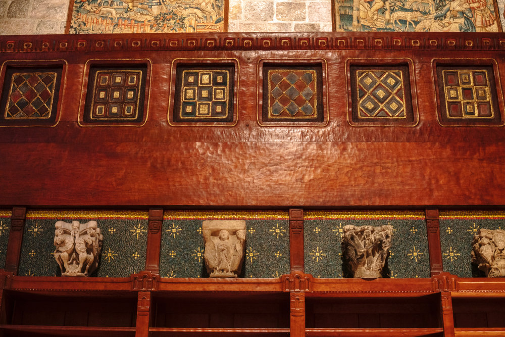 Figure 5: Detail of bookshelves, Great Hall, 1928–39, Glencairn Museum, Bryn Athyn, Pennsylvania. Photo: Jennifer Borland.