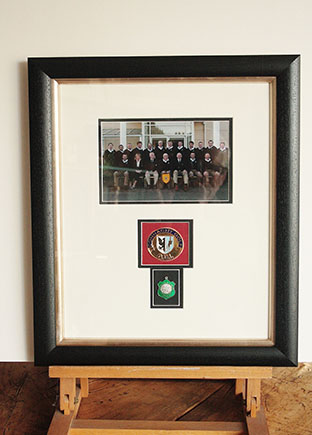Framer1_0001_memorebelia medals Photo and medals in black ash.jpg